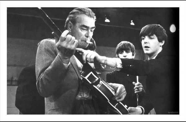 Участники-группы-The-Beatles-и-Брежнев-600x396